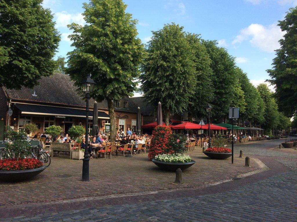 Le centre d''Eersel, avec ses terrasses et des bons restaurants